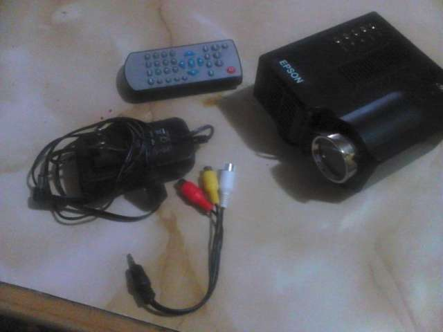 Vendo mini proyector