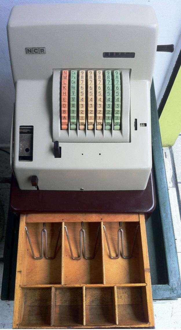 Maquina regritradora ncr baquelita usa 195?