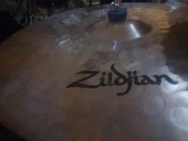 Platillo zildjian zxt medium thin crash de 16 profesional de remate solo por hoy viernes
