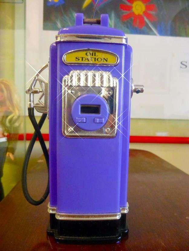 Precioso surtidor de gasolina tamaño mini