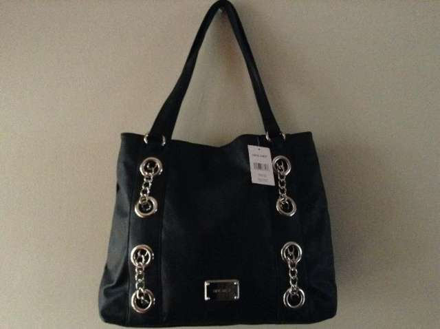 Cartera nine west, negra