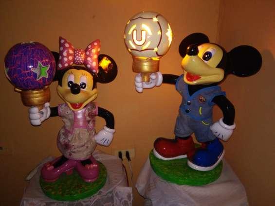 Vendo adorno de micky y minie lampara para jardin o el hogar