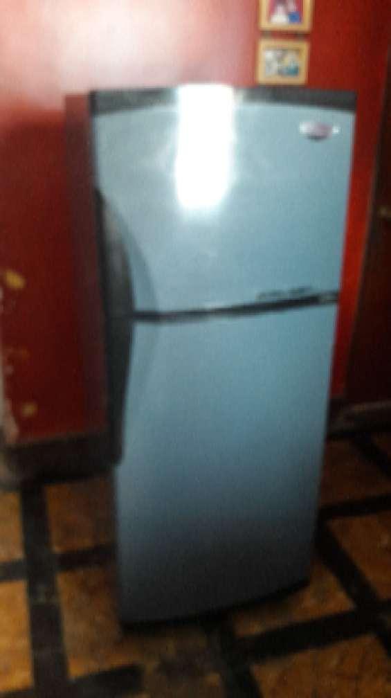 Refrigeradoras electrolux de 2 puertas nofrost s/420 y otra coldex de 16p3 de 2 puertas co