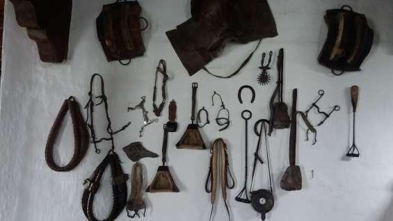 Artículos de piezas de caballos