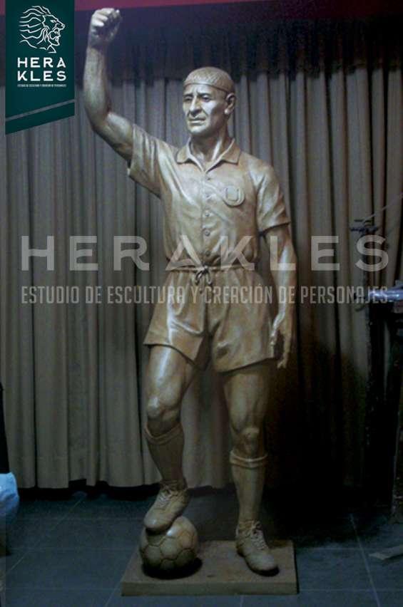 Fotos de Esculturas en bronce, resina poliester. 16