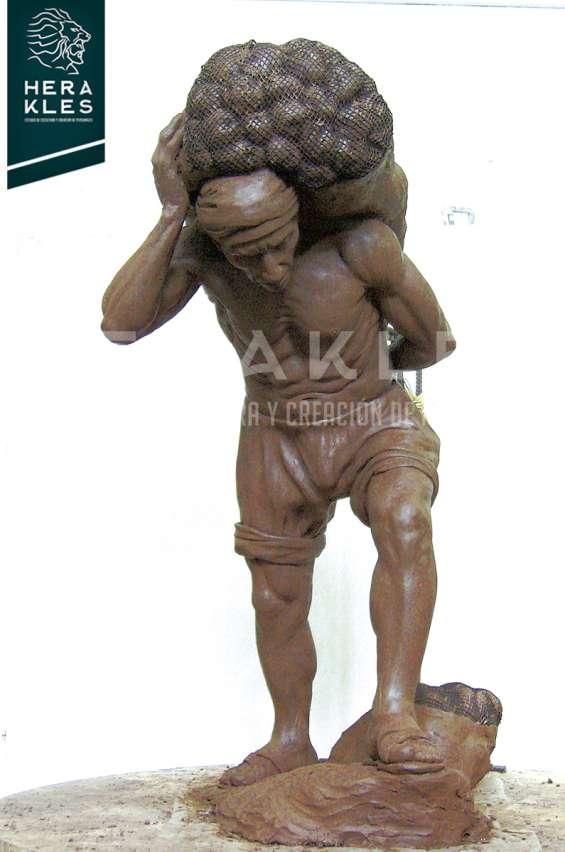 Fotos de Esculturas en bronce, resina poliester. 11