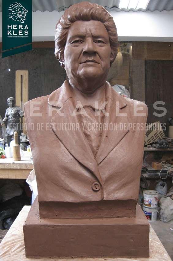 Fotos de Esculturas en bronce, resina poliester. 12
