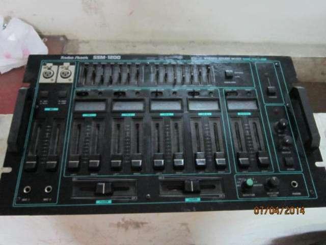 Consola de dj analoga