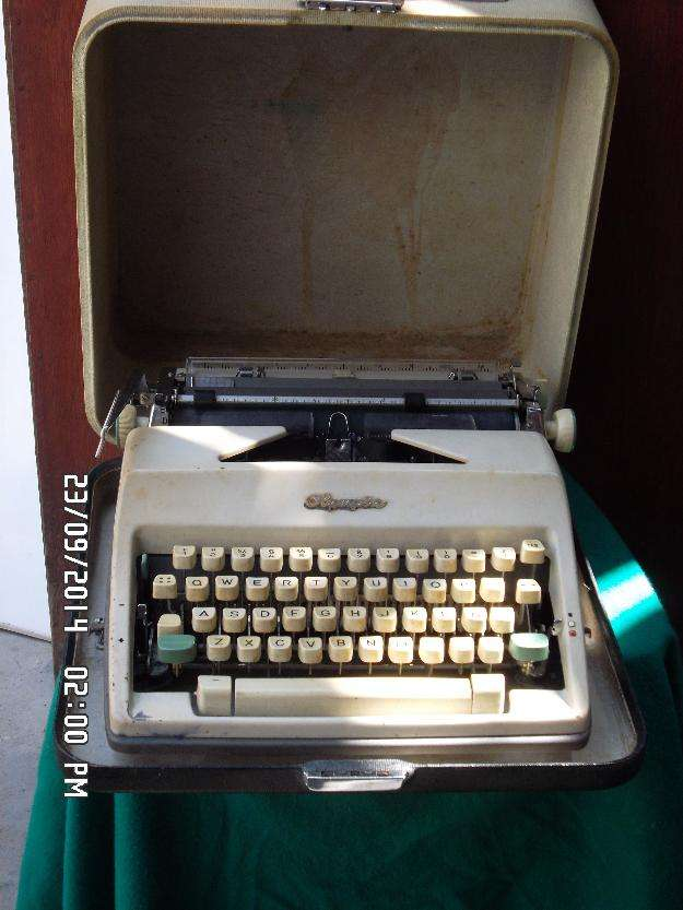 Maquina de escribir olympia.