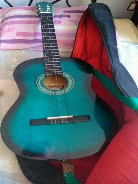 Se vende guitarra acústica vizcaya