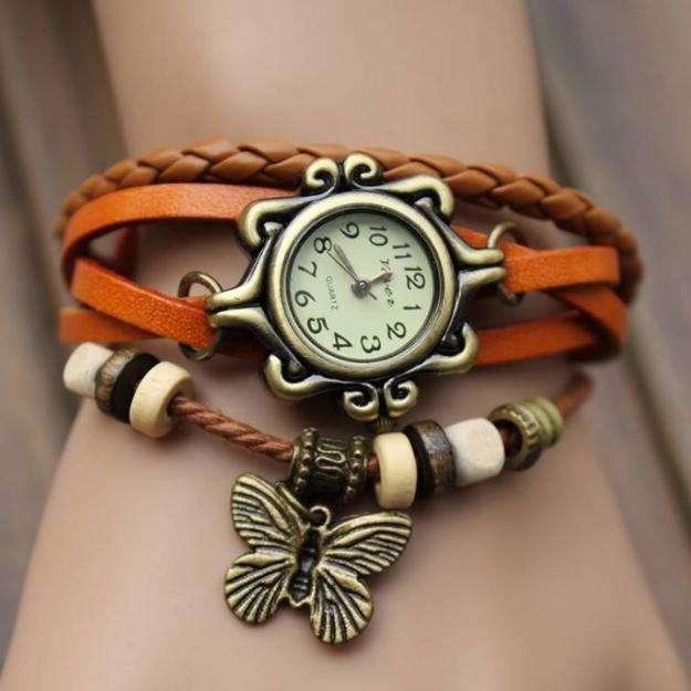 Reloj vintage de mujer en cuero importado