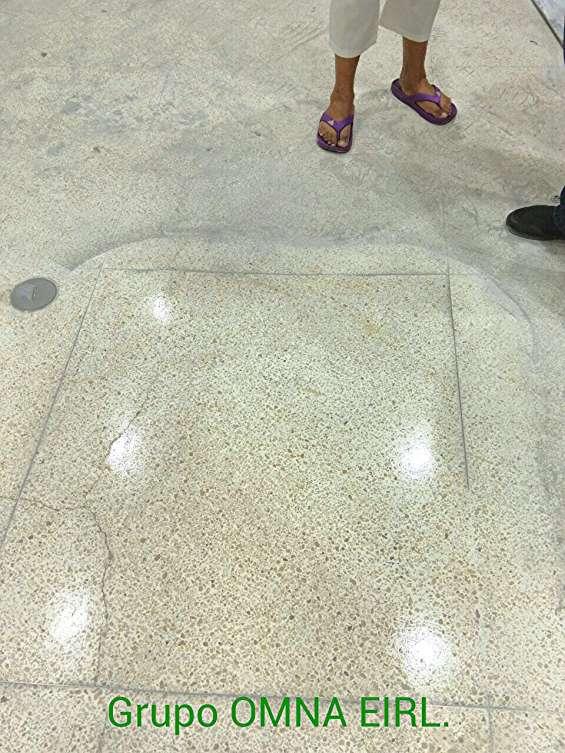 Muestra de granito recuperado  y cristalizado (véase percudido alrededor)