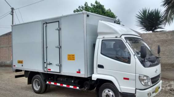 Se alquila camion tipo furgon.