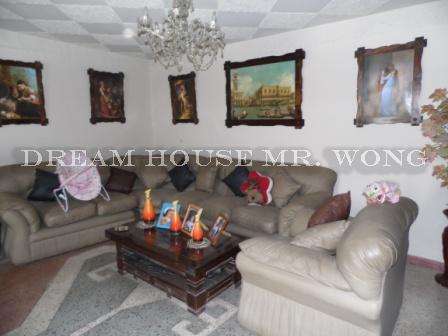 Se vende amplia casa de dos niveles con puertas talladas en huaral