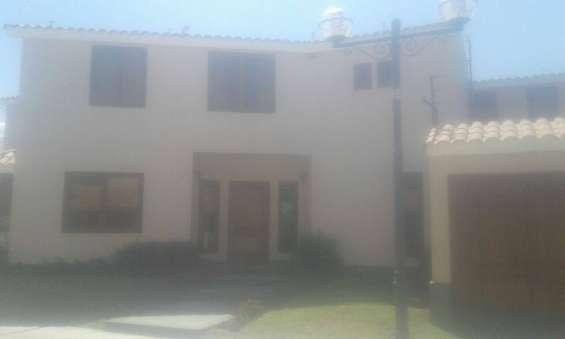 Arequipa vendo casa desocupada en residencial los molles chayapampa